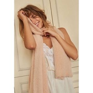 NEW URBAN OUTFITTERS FUZZY FURRY SCARF IN ROSE